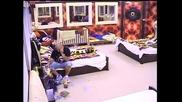 Семейство Кoчанoви са в добро настроение и поздравяват Веселин с песен. Big Brother Family