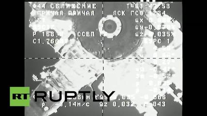 Космосът: Руски кораб с провизии се скачи със международната космическа станция