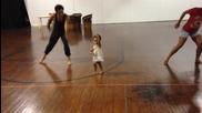 Чаровна 2 годишна танцьорка - Sia