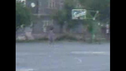 Пешо хвърля фанта по дядо с бански