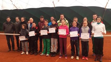 Имат ли възможност младите да играят тенис?