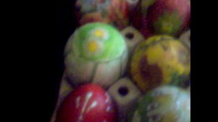 Всички дървени яйца - изработени на ръка.
