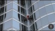 Ален Робер изкачи най - високата сграда в света - Бурж Халифа