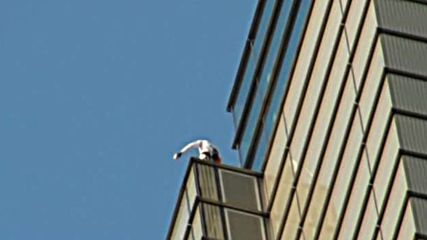 Френският спайдърмен изкачи необезопасен 230-метровата сграда в Лондон