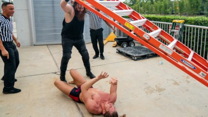 Matt Riddle and Killian Dain brawl outside the arena: WWE.com Exclusive, Aug. 21, 2019