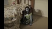 Демон под леглото ви , какво бихте направили !