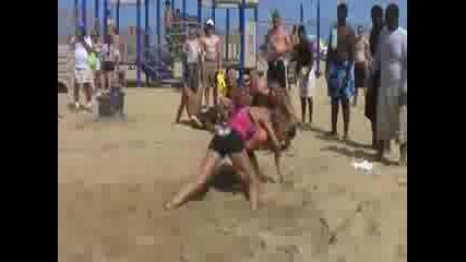 Женска плажна борба