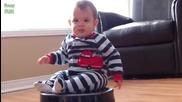 Забавна Компилация 2015 - Бебета возещи се на прахосмукачка