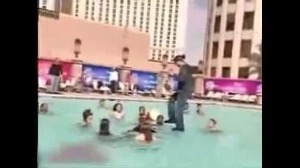 Criss Angel Ходи по Вода Невероятно!