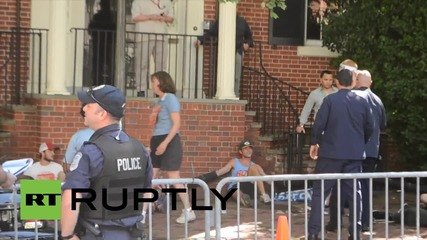 USA: Protesters besiege John Kerry's house, calling him out