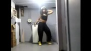 Момиче танцува на Ester Dean ft Chris Brown - Drop It Low [ Смях ]