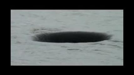 Дупка във водата