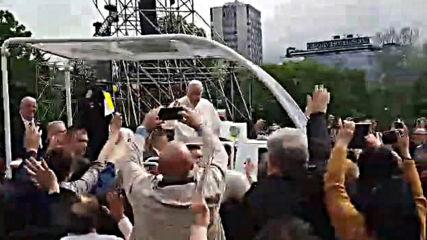 """Започна Светата литургия на папа Франциск на площад """"Княз Александър Първи"""""""