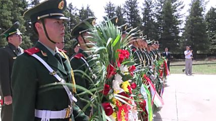 China: Wreaths laid at memorial to fallen Soviet and Mongolian soldiers
