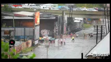Влак срещу наводнение! Невероятно!