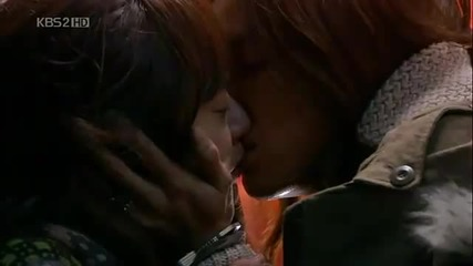 The second kiss for Wi Mae Ri and Kang Moo Kyul