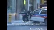 Полицай Блъска Някакъв Човек