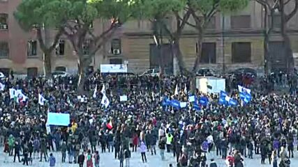 Italy: Protesters rally in Rome against new COVID 'Green Pass' requirement