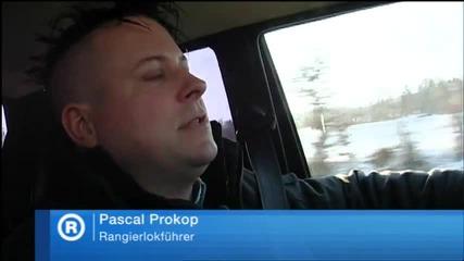 Швейцарец си монтира печка за дърва в колата
