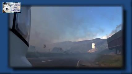 Ето това е истински огнен ад! Вижте какво се случва, когато се запали завод за пиротехника!