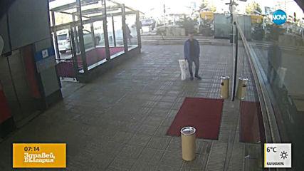 """""""Дръжте крадеца"""": Мъж задига килим"""