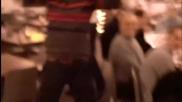 Лудак танцува Gangnam Style
