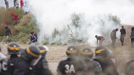 France: Violence hits Calais as riot police clash with refugees