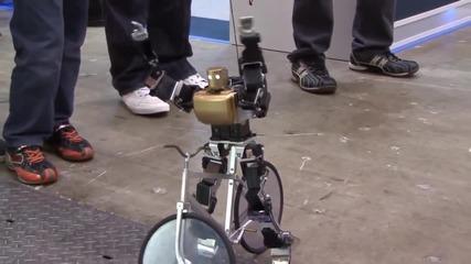 Малък робот кара мини велосипед