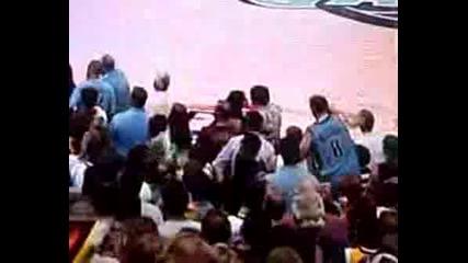 Зак И Ванеса Се Целуват По Време На Баскетболен мач-11.05.2008