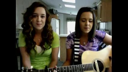 Две момичета пеят Ennie Minnie