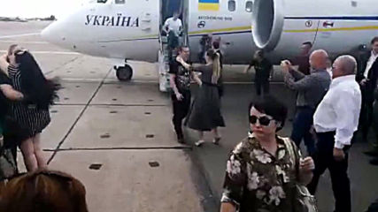 Ukraine: Zelenskiy welcomes exchanged prisoners after disembarkment in Kiev airport