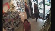 Три румънски циганки влизат в магазин ...