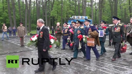 Ukraine: Kharkov's residents mark Victory Day with memorial march