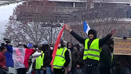 France: Chaos in Paris streets as 'Yellow Vests' clash with police