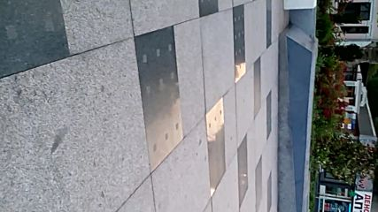 Площад тройката Бургас .повредена плочка