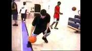 Танцуващия С Баскетболна Топка