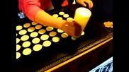 Майстор на палачинки обръща ги като роботизирана машина !
