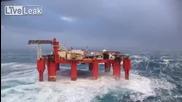 Сблъсък с огромни вълни в Северно Море