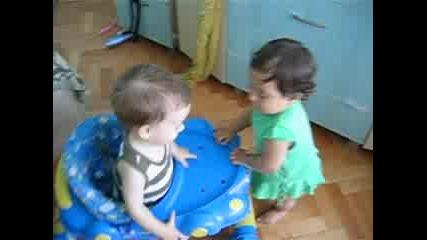 Али И Любчо Си Играят