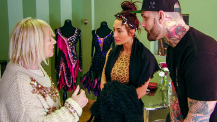 Carmella and Corey Graves are discovered by a local reporter: Total Divas Preview Clip, Oct. 22, 2019