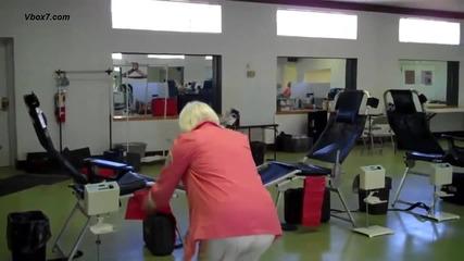 90 годишна жена се опитва да направи двойно задно салто
