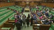 Британски депутати пеят химна на Европа при гласуването на BREXIT
