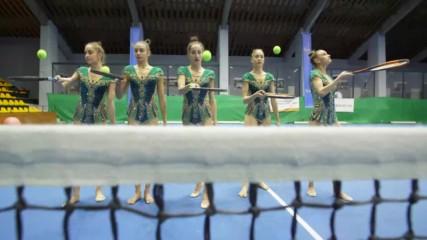 """От шампиони за шампиони: Съчетанието на """"златните"""" момичета с тенис топки и ракети"""