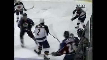Този хокеист ги преби - Смях