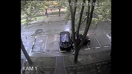 Жена шофьор прави странна катастрофa