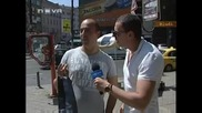 Издуханият Репортер Се Целува С Момиче...