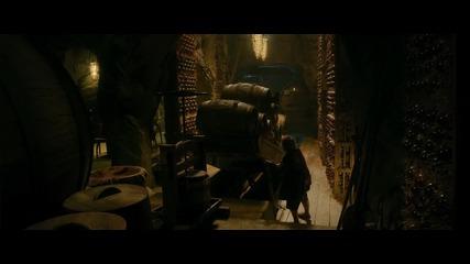 Хобит: Пущинакът на Смог - откъс Бягство с елфски бъчви