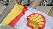 Activits Strap Themselves to Royal Dutch Shell Vessel