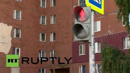 Русия: Къде е пътят? Напълно функциониращи светофари по средата на нищото