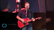 Good Guy Blake Shelton Helps Driver Stranded In Flood Waters